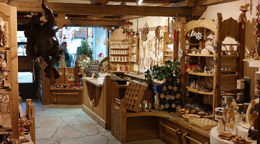 Popolare Negozi delle sculture di legno in Alto Adige - Holzschnitzerei  XT67