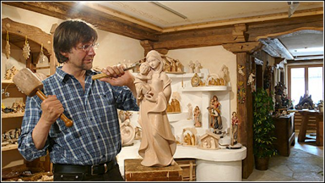 Woodcarvings Bachmann Konrad and Rosa